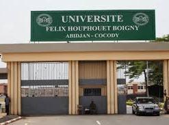 L'entrée principale de l'université